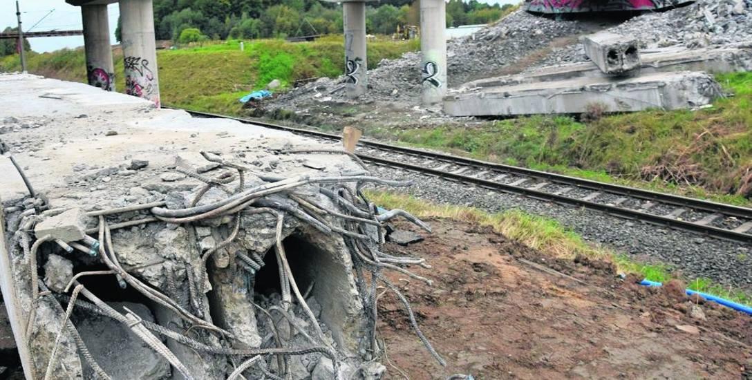 Rozbiórka wiaduktu nad linią kolejową ze Szczecinka do Białogardu i Kołobrzegu