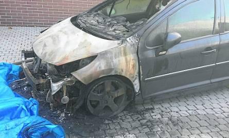 Jeden ze spalonych samochodów należących do zabrzańskiego biznesmena