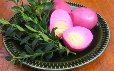 Wielkanocne jajka w buraczkach.