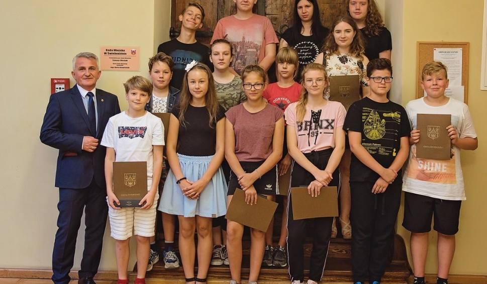 Film do artykułu: Młodzieżowa Rada Miejska w Świebodzinie zakończyła swoją kadencję! W ramach podziękowań rajcom wręczono upominki [zdjęcia]