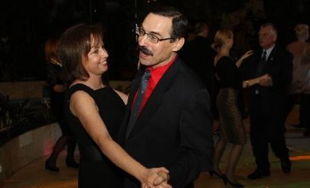 królami parkietu okazali się profesor Marek Ruszkowski z kieleckiego uniwersytetu wraz z żona Edytą
