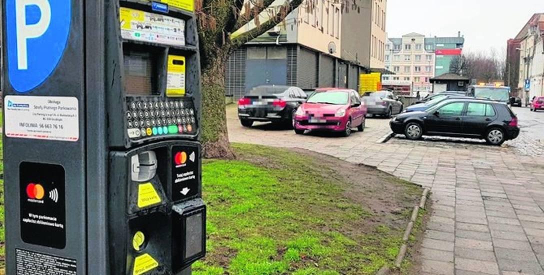 W parkometrach można płacić kartą i bilonem.