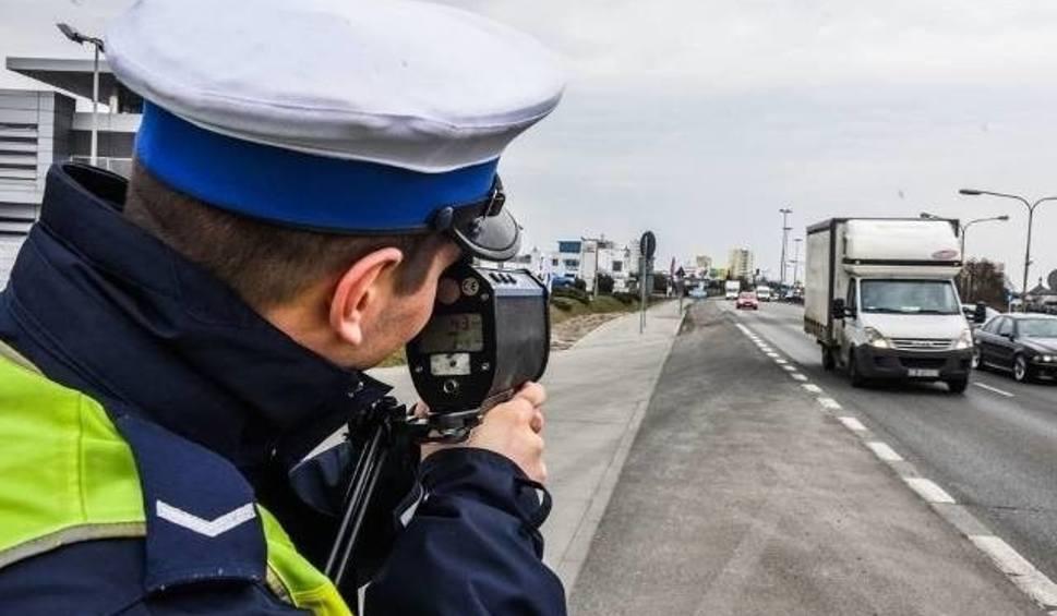 Film do artykułu: Sianów: Pirat drogowy jechał 91 km/h przy ograniczeniu do 40 km/h. Stracił prawo jazdy