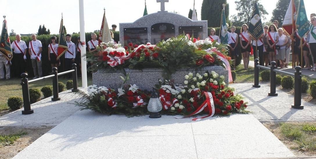 Na koluszkowskim cmentarzu odsłonięto nowy Grób Nieznanego Żołnierza
