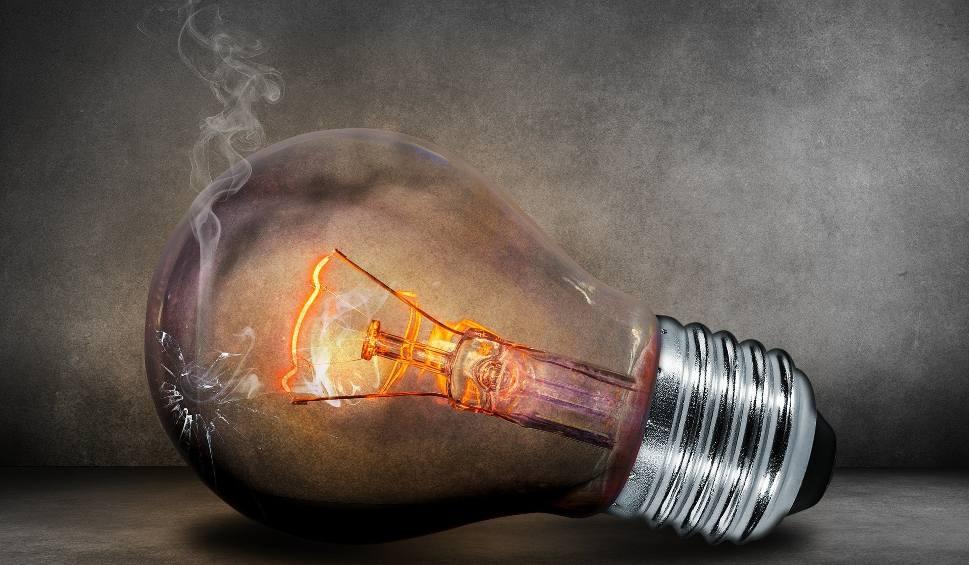 Film do artykułu: Zamrożone ceny prądu. Jest nowy termin. Oświadczenie trzeba złożyć do 13 sierpnia, inaczej zapłacisz więcej za energię elektryczną