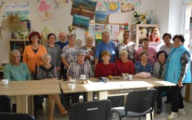 Dzienny Dom Seniora w styczniu będzie obchodził swoją drugą rocznicę istnienia.  W tej chwili grupa liczy 24 osoby - 21 pań oraz 3 panów. Wszyscy tworzą