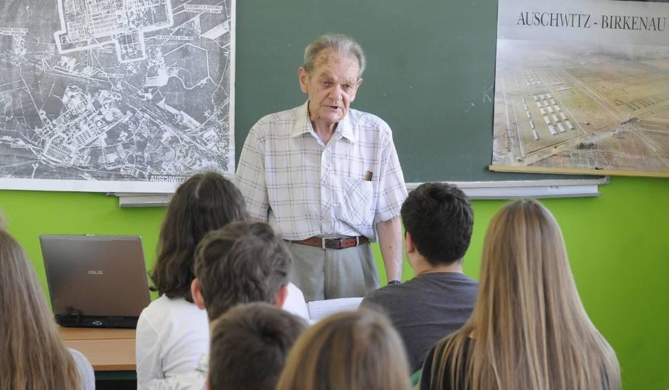 Film do artykułu: Polityka zamiast historii w szkołach? Są obawy