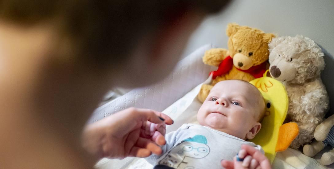 Wiktor 36 godzin po urodzeniu trafił na blok operacyjny, gdzie przeszedł poważną operację zarośnięcia przełyku. Innowacyjną metodą – po raz pierwszy