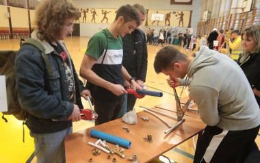 W Zespole Szkół Budowlanych uczniowie podstawówek przekonali się, co robi geodeta czy inny specjalista na budowie