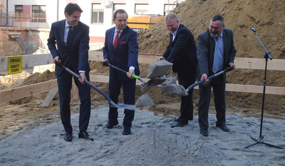 Film do artykułu: Łopaty poszły w ruch, ruszyła budowa Ośrodka Radioterapii przy szpitalu w Tarnobrzegu
