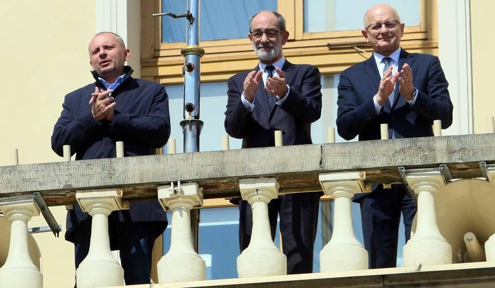 Film do artykułu: #BrawaDlaWas. Ludzie wyszli na balkony podziękować medykom