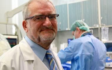 Kardiolodzy uczyli się nowych metod w Anglii i Niemczech. - Są wyszkoleni i wiedzą, co robią - mówi prof. Wysokiński