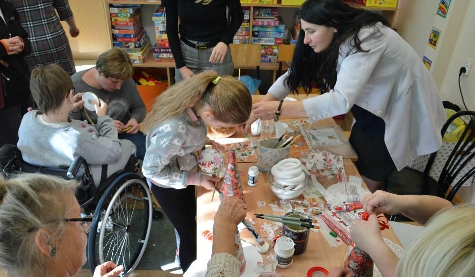 Film do artykułu: Festiwal Umiejętności w Zespole Szkół Specjalnych w Ostrowcu.  Bawili się niepełnosprawni i ich przyjaciele [ZDJĘCIA]