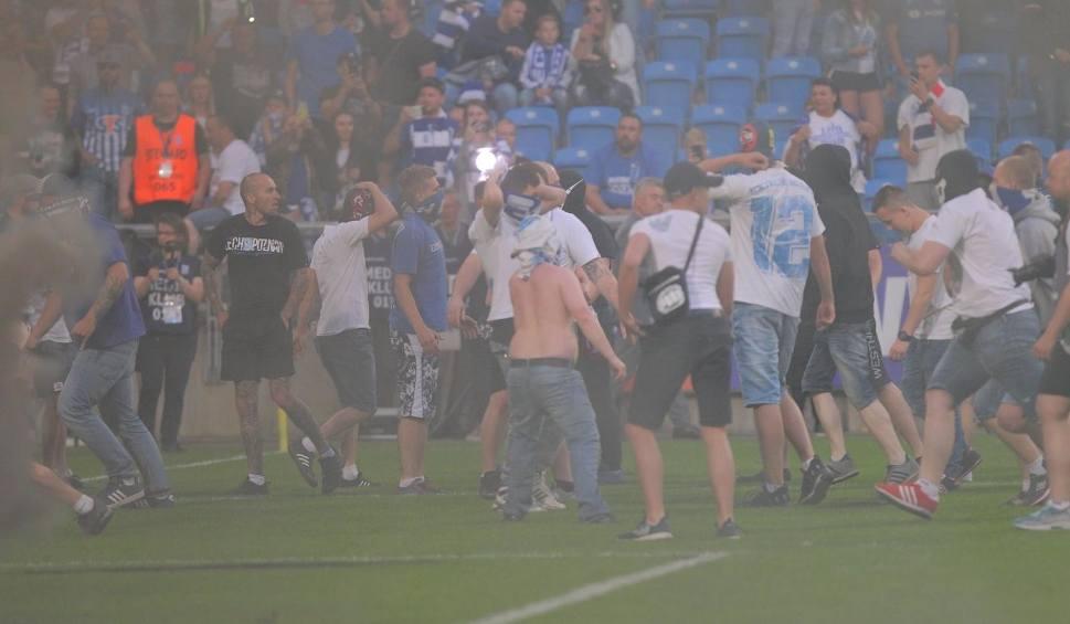 Film do artykułu: W Poznaniu przerwany mecz. W Szczecinie też było nerwowo [ZDJĘCIA]