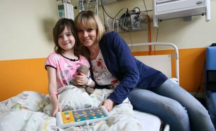Julka jest jedną z ponad 30 pacjentów oddziału onkologicznego w Łodzi. Dziewczynka w najgorszych momentach krew miała przetaczaną nawet dwa dni z rzędu.