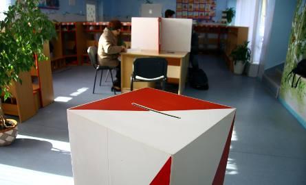 Jacek Jaśkowiak z dużą przewagą wygrywa pierwszą turę wyborów, ale o reelekcję będzie musiał powalczyć jeszcze w drugiej turze z Tadeuszem Zyskiem. Pozostali