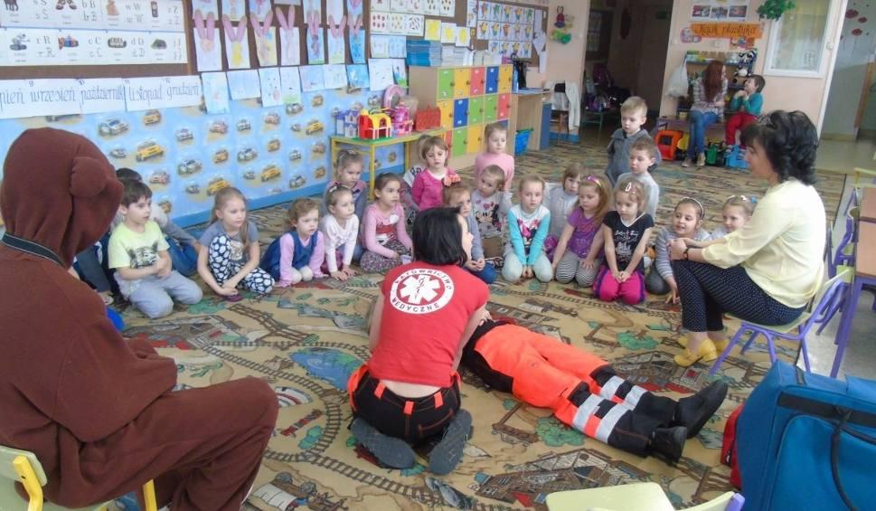 Film do artykułu: W przedszkolu w Ćmielowie odbyły się lekcje pierwszej pomocy