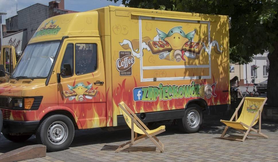 Film do artykułu: Food Trucki po raz pierwszy na Rynku w Chmielniku. Sprawdź, co pysznego zjesz w weekend [ZDJĘCIA]