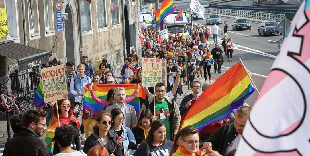 """Przez ulice Szczecina przeszło kilka tysięcy osób. """"Każdy inny, wszyscy równi"""""""