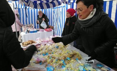 Kiermasz bożonarodzeniowy trwa na placu Bartosza Głowackiego w Tarnobrzegu