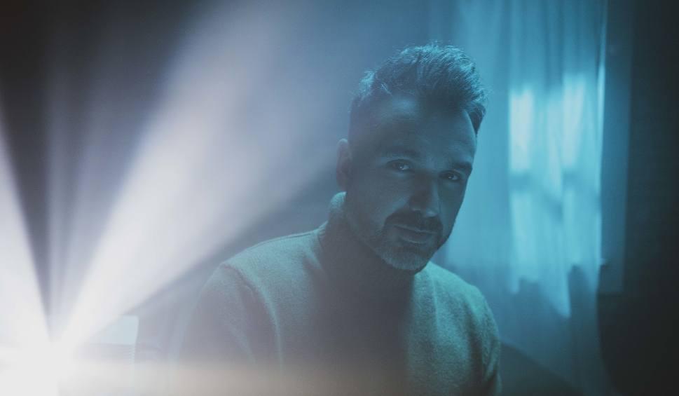 """Film do artykułu: Mateusz Ziółko: Singiel """"Obiecaj mi"""" to zapowiedź kolejnego albumu nad którym pracuje artysta [WYWIAD WIDEO]. Nowa płyta Mateusza w 2020 r."""