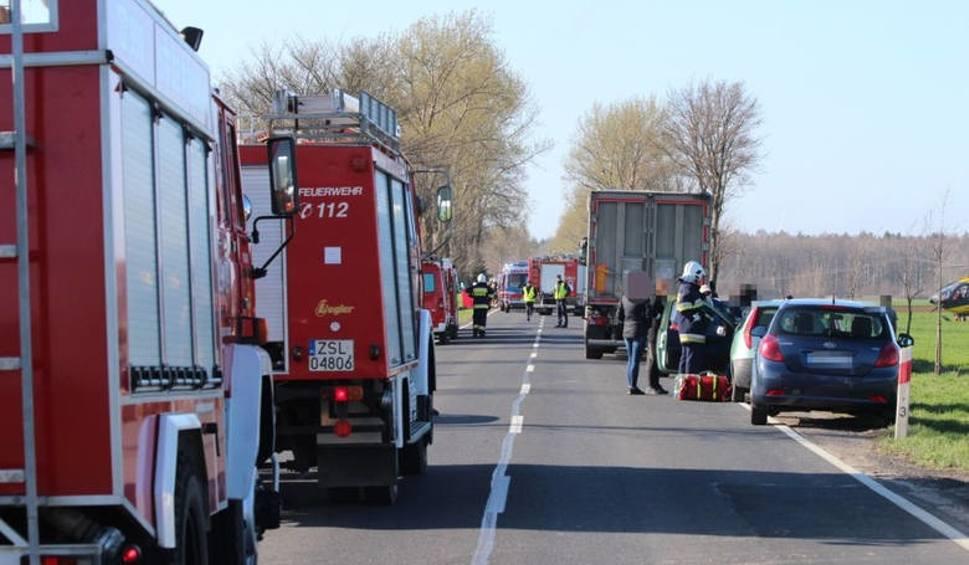 Film do artykułu: Tragiczny wypadek w Słowinie. Kierowca ciężarówki, który spowodował wypadek odzyskał wolność. Wpłacono poręczenie majątkowe