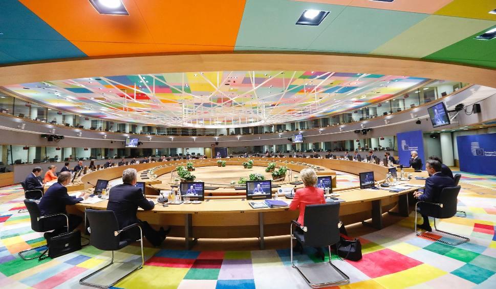 Film do artykułu: Trzeci dzień szczytu UE w Brukseli. Negocjacje ws. budżetu mogą potrwać jeszcze długie miesiące. Co chce ugrać Polska?