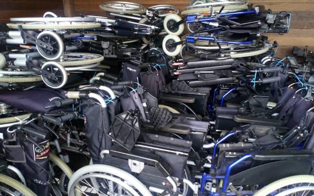 Fundacja Stworzenia Pana Smolenia rozdaje wózki inwalidzkie i sprzęt rehabilitacyjny całkowicie za darmo