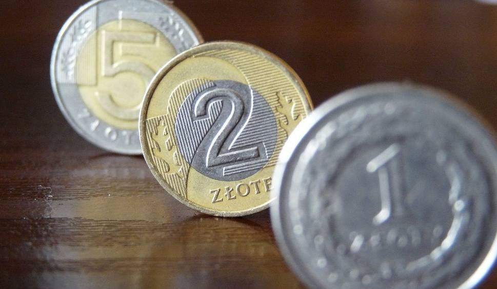 Film do artykułu: Elżbiecin, Busko. Włamują się do kasetek z pieniędzmi na samoobsługowych myjniach