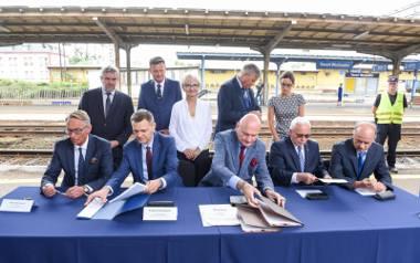 Umowa została podpisana na dworcu wschodnim, gdzie m.in. ma powstać jeszcze jeden peron