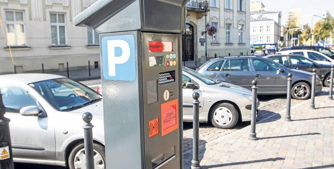 """Za parkowanie """"na gapę"""" cztery razy droższe mandaty? Rzeszowski ratusz: strefa działa dobrze"""