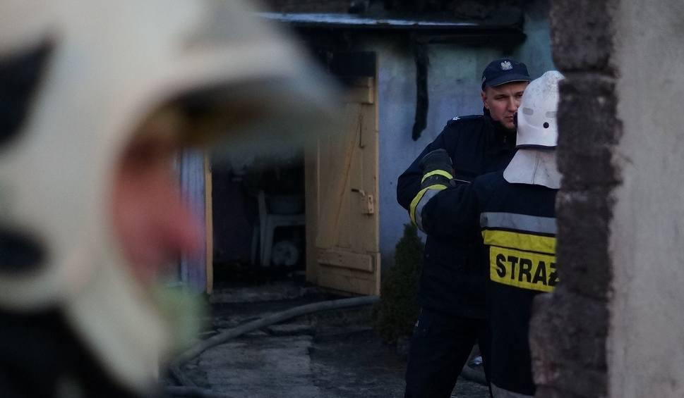 Film do artykułu: Dwie ofiary pożaru w Markowicach. Nie żyją matka z synem [zdjęcia]