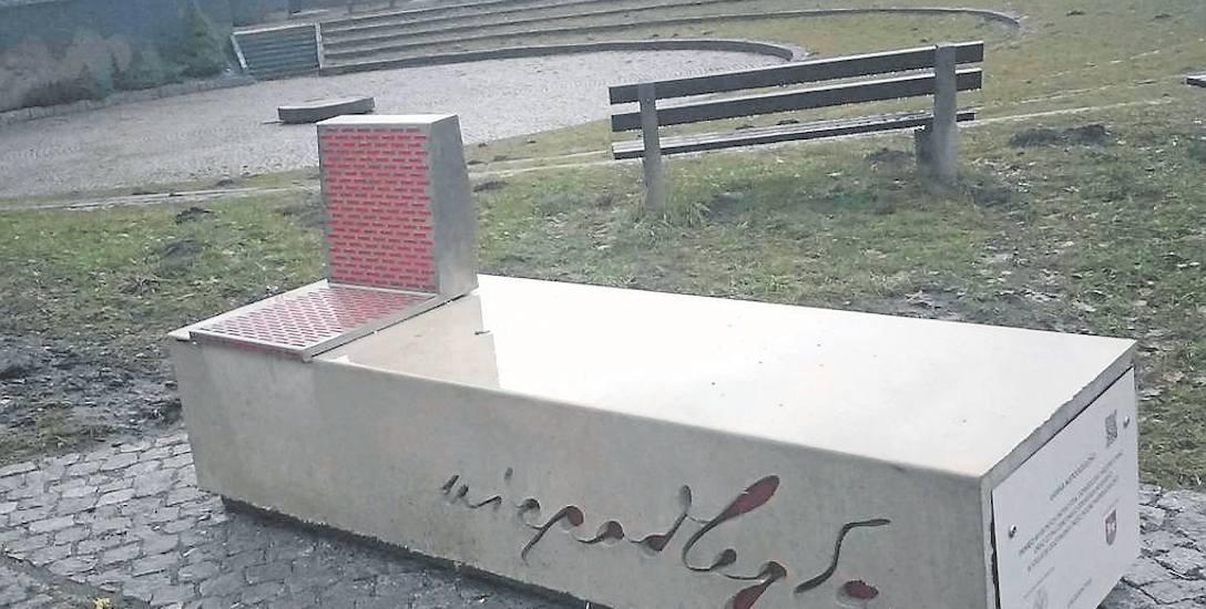 Ławka Niepodległości w Węgierskiej Górce