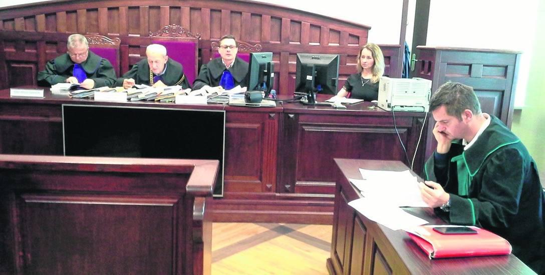 Wczoraj Sąd Okręgowy w Słupsku po rozprawie odwoławczej uchylił wyrok przeciwko Adamowi M. i Łukaszowi D., oskarżonym o nakłonienie i podpalenie mieszkania