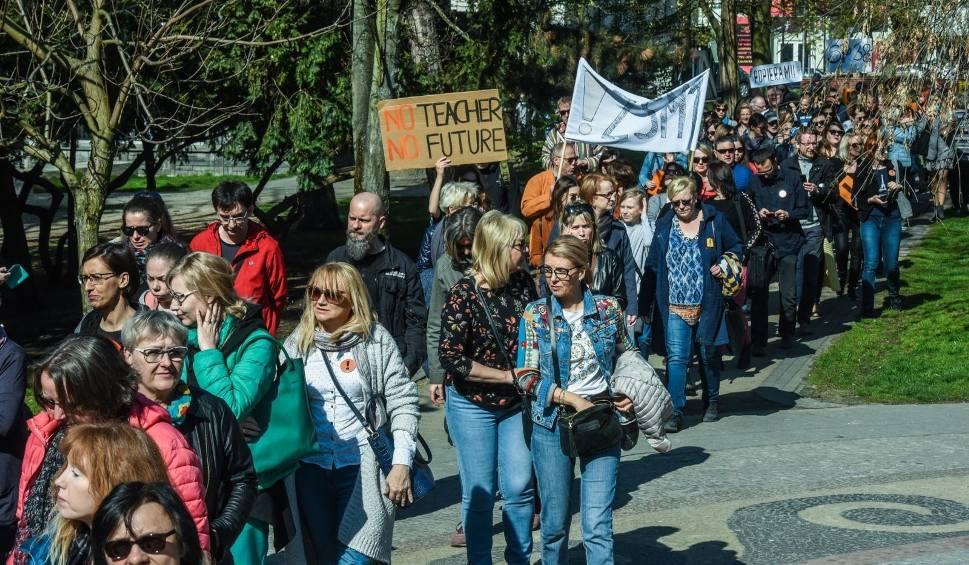 Film do artykułu: Strajk nauczycieli trwa. Dziś manifestacja przed MEN w Warszawie