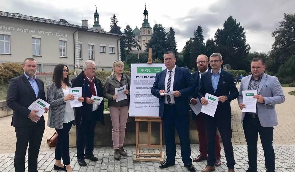 Film do artykułu: Politycy Polskiego Stronnictwa Ludowego Koalicji Polskiej przedstawili w Kielcach Pakt dla Zdrowia. Co zawiera? (WIDEO, ZDJĘCIA)