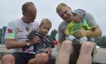 130 osób na starcie biegu KolorLOVE Łazy. Biegli dla Oliwierka ZDJĘCIA