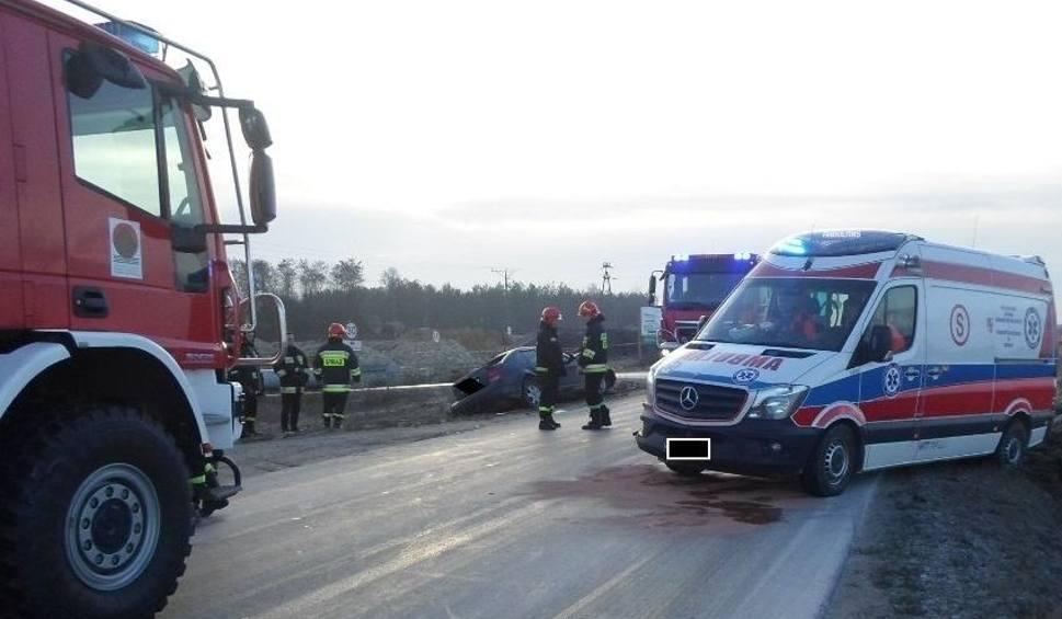 Film do artykułu: Wypadek we Włoszczowie. Rozbita karetka, mężczyzna w szpitalu
