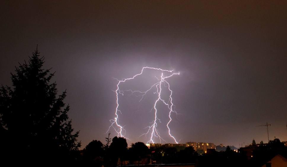 Film do artykułu: Gdzie jest burza - Opole i Opolskie. Ostrzeżenie IMGW przed burzami i gradem w sobotę, 13 lipca 2019