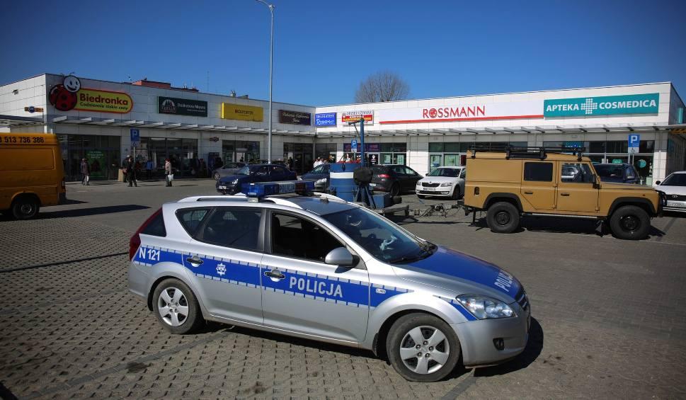 Film do artykułu: Gdańsk. Ewakuowano supermarket na Chełmie [ZDJĘCIA, WIDEO]