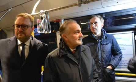 Pierwszy w Polsce kontrbuspas działa już w Gdyni. W poniedziałek 16.12.2019 przejechały nim pierwsze autobusy [zdjęcia]