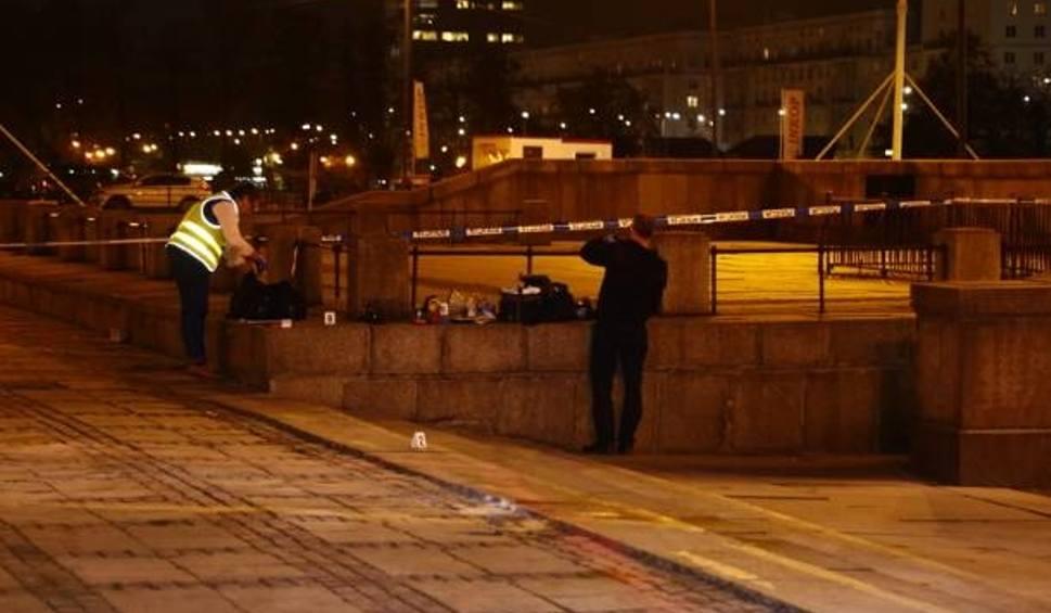Film do artykułu: Samopodpalenie w Warszawie: Mężczyzna podpalił się na pl. Defilad. Zostawił wiadomość - ulotkę