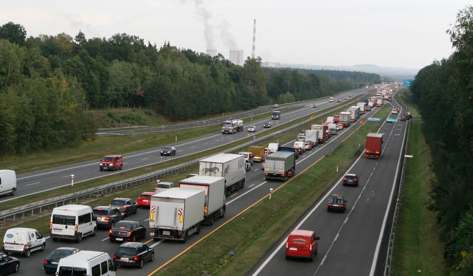 Film do artykułu: Poród na autostradzie A4 w Mysłowicach. Na świat przyszła Ala, dziewczynka czuje się dobrze