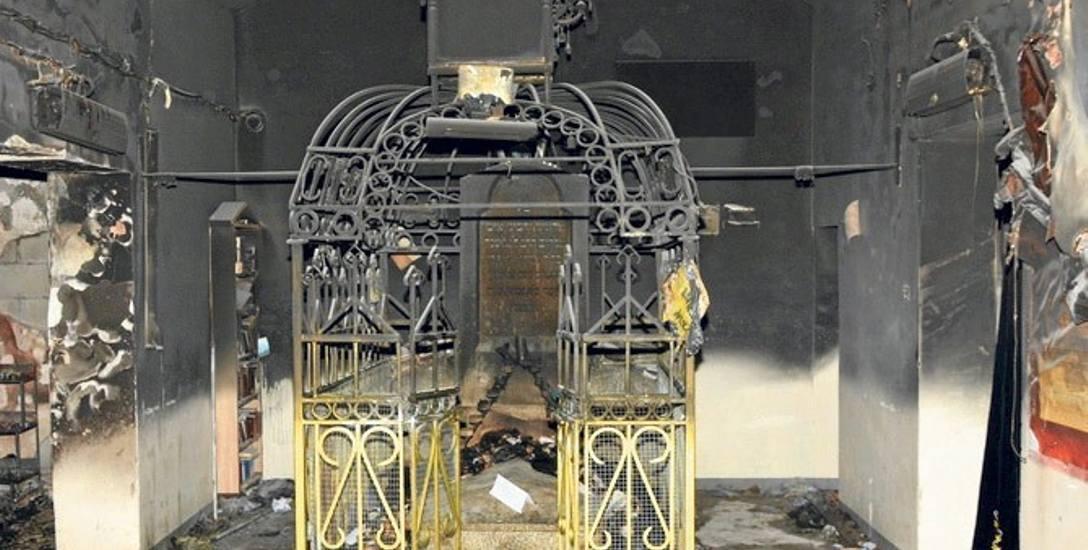 Przyczyną pożaru we wschodniej części leżajskiego ohelu prawdopodobnie były karteczki, które zapaliły się od świec.