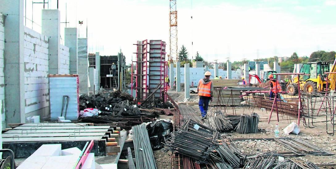 Jak widać na zdjęciu, praca wre na budowie Areny Będzin. Inwestycja ma kosztować nieco ponad 33 mln złotych