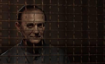 Znakomici są demoniczny i ujmujący jednocześnie Andrzej Chyra w roli Mazurkiewicza (na zdjęciu) oraz dorównujący mu, mimo bardziej papierowo napisanej