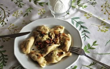 Pierogi to jeden z najsłynniejszych polskich przysmaków. Gdzie w Poznaniu można zjeść najlepsze? Cienkie i elastyczne ciasto oraz pyszny farsz to ich