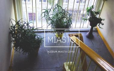 Akcja społeczna: Wspólna zieleń w Gdyni. Pomóż stworzyć album o kwiatach na klatkach schodowych. Zgłoś lokalizację autorom do 25 marca