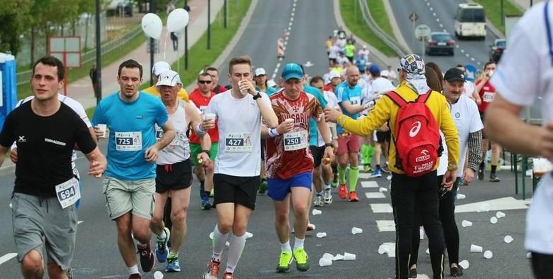 """Koszulki zlane krwią, tak kończą swój pierwszy maraton """"weekendowi wojownicy"""""""