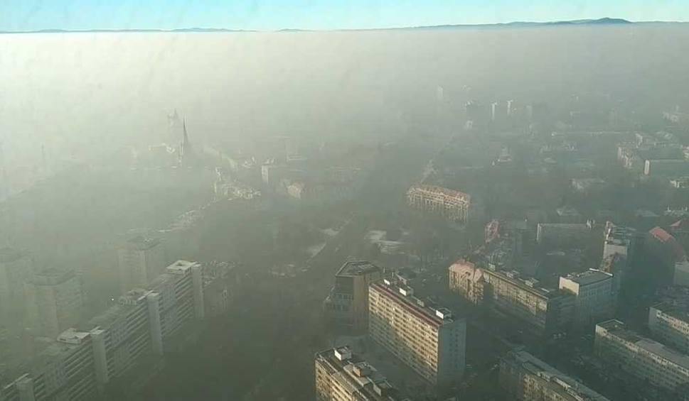 Film do artykułu: Walka ze smogiem. PO i PiS w natarciu
